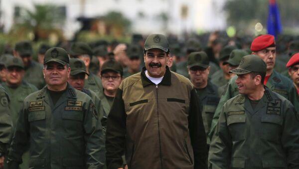 Nicolas Maduro passe en revue des troupes vénézuéliennes - Sputnik France