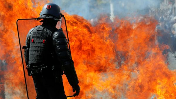 A molotov cocktail explodes in front of a French gendarme during a demonstration on Act 44 (the 44th consecutive national protest on Saturday) of the yellow vests movement in Nantes - Sputnik France
