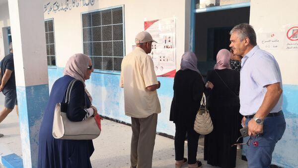 Des électeurs dans un centre de vote à la Marsa, au Nord de Tunis - Sputnik France