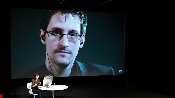 EDWARD SNOWDEN TALKS WITH JANE MAYER VIA SATELLITE AT THE 15TH ANNUAL NEW YORKER FESTIVAL - Sputnik France