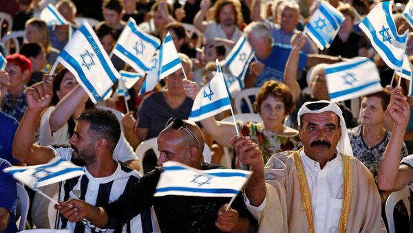 Supporters wave flags during an election campaign event of Benny Gantz, leader of Blue and White party, in Kfar Ahim, Israel, September 16, 2019.  - Sputnik France