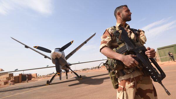 Un soldat français près d'une base militaire à Niamey, au Niger - Sputnik France