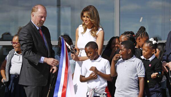 Melania Trump participe au coupé du ruban à l'inauguration du Washington Monument - Sputnik France