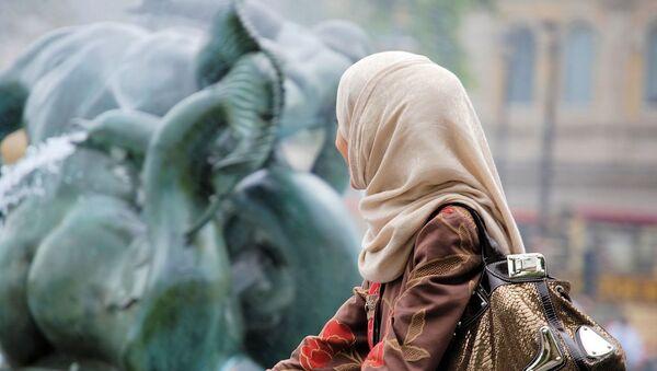 Jeune femme portant un voile musulman  - Sputnik France