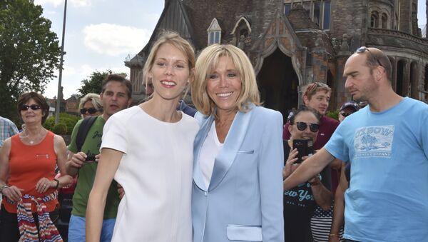 Tiphaine Auziere et Brigitte Macron - Sputnik France