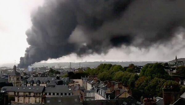 L'incendie de l'usine Lubrizol de Rouen - Sputnik France