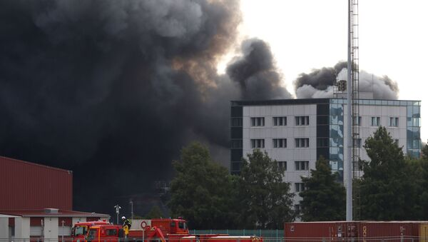 Dark smoke from a large fire that broke out at the factory of Lubrizol spreads over the town, in Rouen. 26 september 2019 - Sputnik France