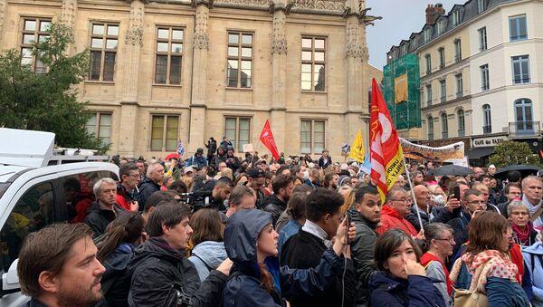 Rouen: syndicats et ONG manifestent pour la vérité sur l'incendie - Sputnik France
