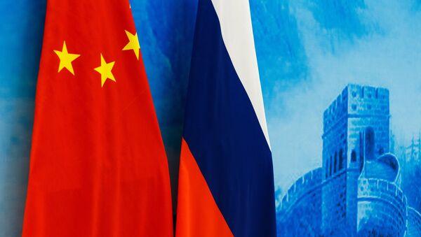 Drapeaux russe et chinois - Sputnik France