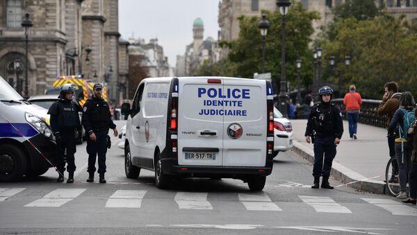 Un véhicule de la police près de la préfecture de police de Paris - Sputnik France