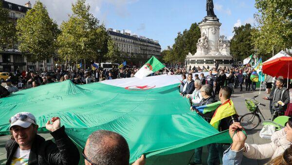 Une manifestation de la diaspora algérienne à Paris, le 6 octobre 2019 - Sputnik France