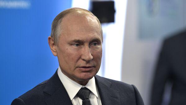 Vladimir Poutine lors de la Semaine russe de l'énergie 2019 - Sputnik France