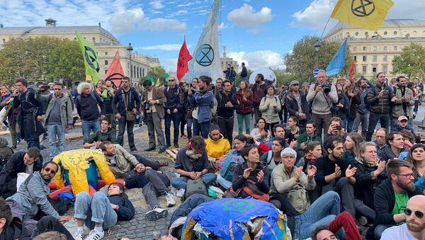 Action d'Extinction Rebellion à Paris, le 7 octobre 2019 - Sputnik France