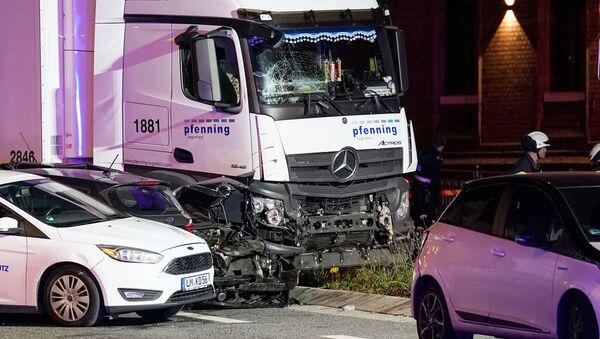 Le camion qui a percuté plusieurs voitures à Limburg, en Allemagne le 7 octobre 2019 - Sputnik France