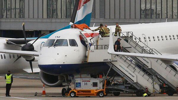 champion paralympique James Brown monte sur le toit d'un avion à Londres-City - Sputnik France