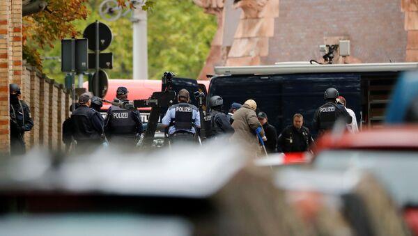 Ermittler und Spezialeinheiten der Polizie am Ort der tödlichen Schießerei vor der Synagoge in Halle am 9. Oktober 2019 - Sputnik France