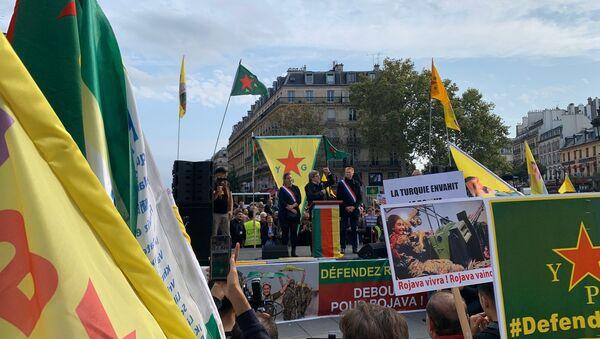 Jean-Luc Mélenchon participe à la manifestation des kurdes à la place de la République, 12 octobre - Sputnik France