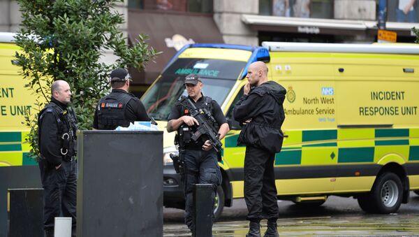 Des  policiers près du centre commercial Arndale, à Manchester - Sputnik France