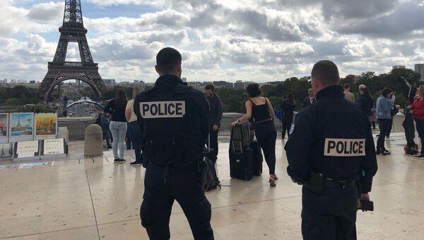 Deux policiers sur la place du Trocadéro (image d'illustration) - Sputnik France