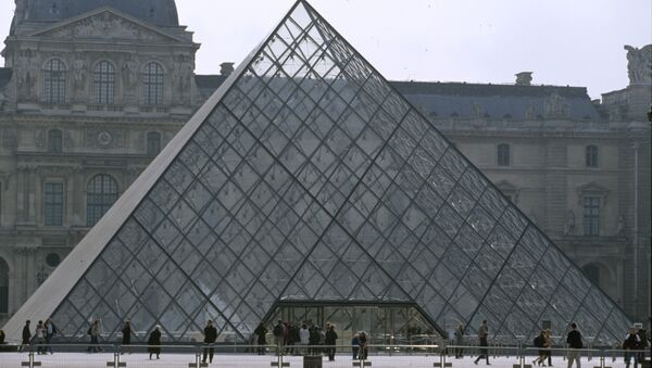 La pyramide du Louvre - Sputnik France