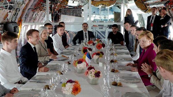 Macron et Merkel à la chaîne de montage d'Airbus à Toulouse - Sputnik France