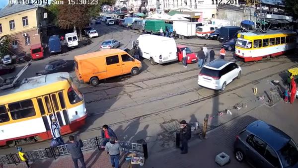 Se garer dans un carrefour de grande affluence… mauvaise idée! - Sputnik France