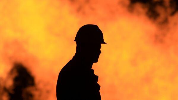 Un ouvrier d'une raffinerie de pétrole - Sputnik France