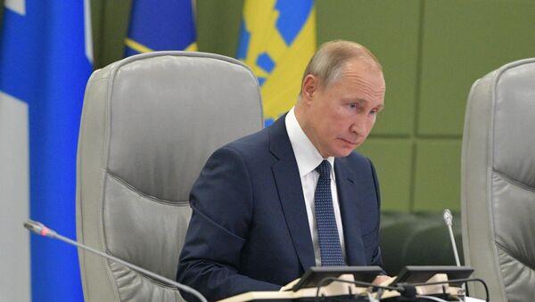 Poutine supervise les tirs de missiles balistiques de la triade nucléaire russe - Sputnik France