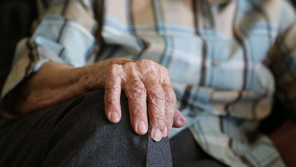 les mains d'une vieille dame - Sputnik France