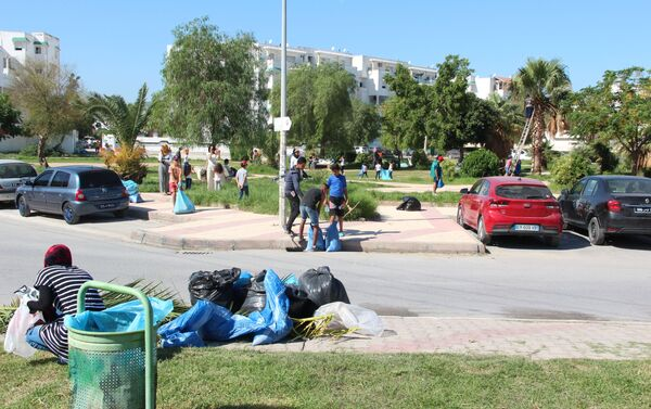 Opération nettoyage dans le quartier Hedi Nouira de Tunis - Sputnik France