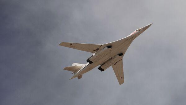 Un bombardier russe Tu-160 lors d'un défilé militaire (archive photo) - Sputnik France