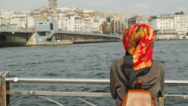 une femme voilée - Sputnik France