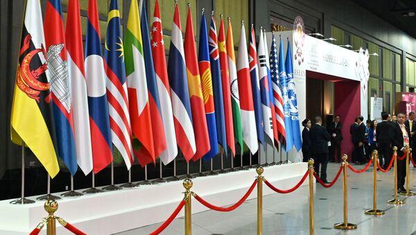 Les drapeaux nationaux des pays participant au 35ème sommet de l'Association des nations de l'Asie du Sud-Est (ASEAN) - Sputnik France