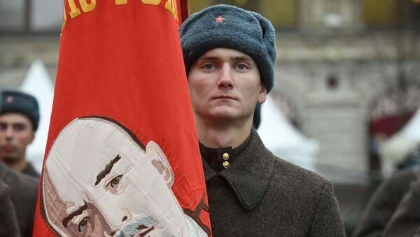 La marche solennelle sur la place Rouge en mémoire du défilé de 1941   - Sputnik France