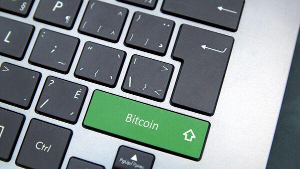 Bouton «Bitcoin» sur un clavier d'ordinateur - Sputnik France