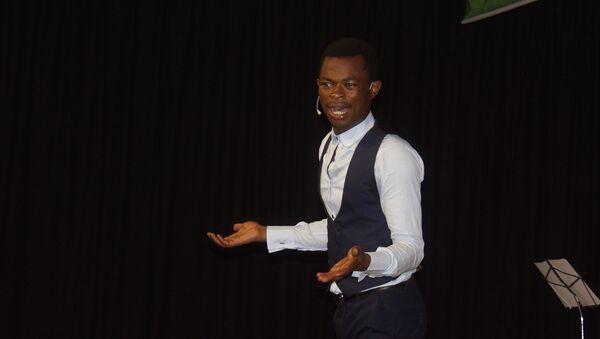 Ulrich Takam, jeune prodige de l'humour, star d'une websérie au Cameroun - Sputnik France