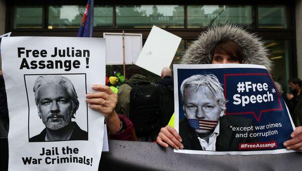 Partidarios de Assange protestan cerca de la corte de Magistrados de Westminster  - Sputnik France