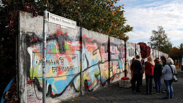 Vestiges du mur de Berlin à l'ancien poste-frontière de la Bornholmer Strasse - Sputnik France