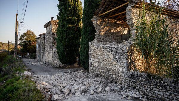 Последствия землетрясения в квартале Рувьер в Ле-Тейле на юго-востоке Франции - Sputnik France