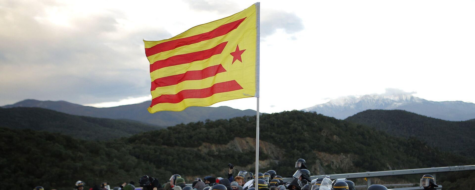 Des manifestants catalans bloquent une autoroute entre la France et l'Espagne le 12 novembre - Sputnik France, 1920, 24.09.2021