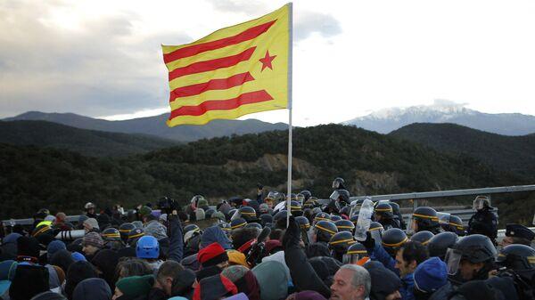 Des manifestants catalans bloquent une autoroute entre la France et l'Espagne le 12 novembre - Sputnik France