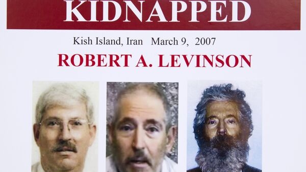 An FBI poster showing a composite image of former FBI agent Robert Levinson (R) of how he would look like now after five years in captivity, and an image (C) taken from the video released by his kidnappers, and a picture before he was kidnapped (L). - Sputnik France