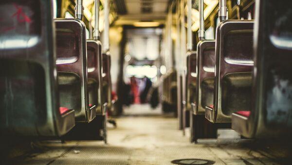 Dentro de un autobús (imagen referencial) - Sputnik France