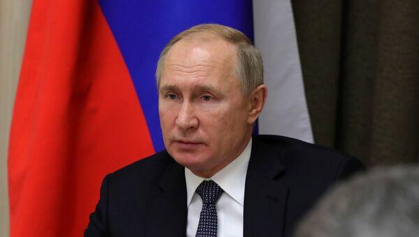 Президент РФ В. Путин провел совещание с руководством Минобороны и предприятий ОПК - Sputnik France
