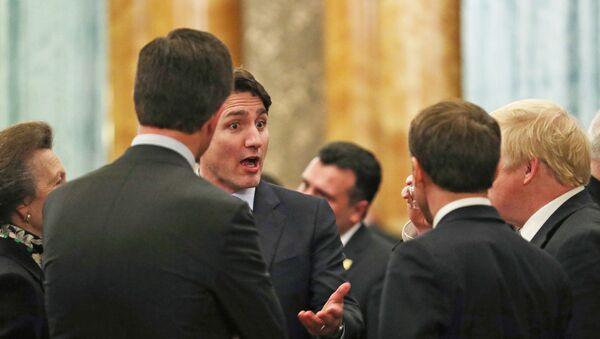 Justin Trudeau discute avec Boris Johnson, Emmanuel Macron et Jens Stoltenberg - Sputnik France