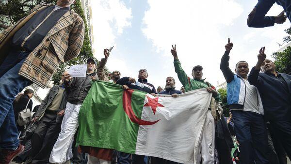 Manifestants en Algérie  - Sputnik France