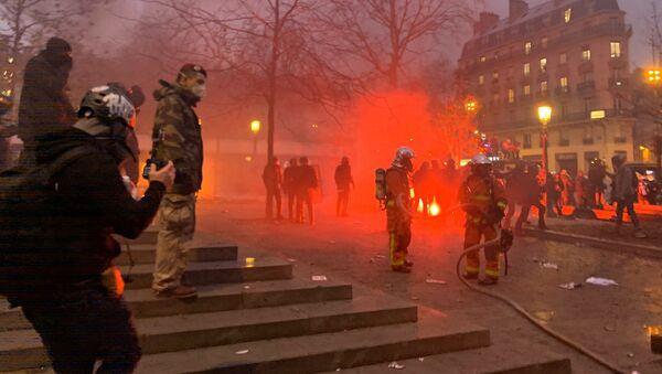 Pompiers sur la Place de la République, 5 décembre 2019 - Sputnik France