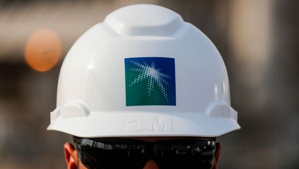 An employee in a branded helmet is pictured at Saudi Aramco oil facility in Abqaiq, Saudi Arabia - Sputnik France
