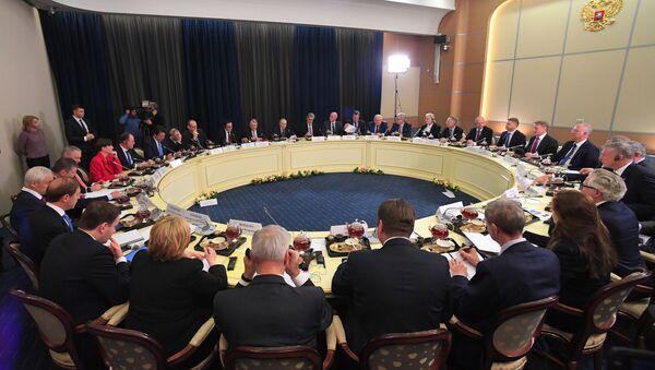 Президент РФ В. Путин провел встречу с представителями деловых кругов Германии - Sputnik France
