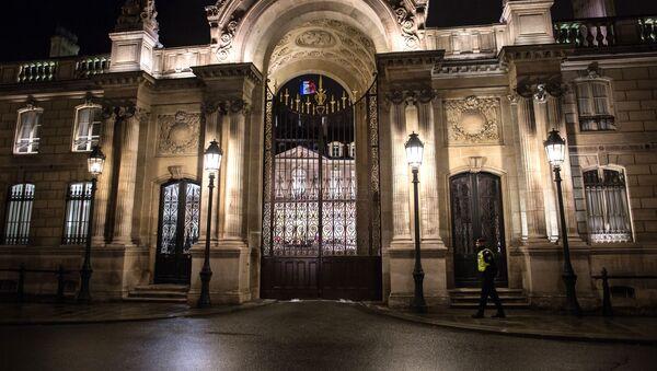 Вход в Елисейский дворец, официальную резиденцию президента Франции в Париже. - Sputnik France